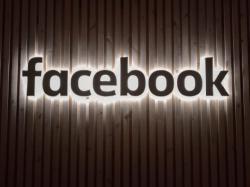 Facebook готує окуляри, які мають замінити смартфон