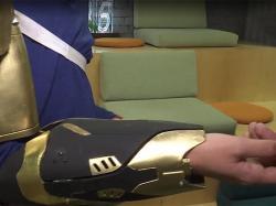 Штучний скелет для рухів паралізованими кінцівками
