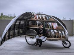 Бібліотека-велосипед у вигляді жука